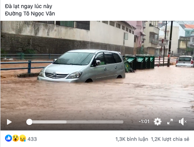 """Tình hình Đà Lạt trưa nay: Mưa lớn đỉnh điểm khiến nhiều tuyến đường ngập thành sông, khách du lịch ai cũng """"hoảng hồn"""" - phunuonline - phụ nữ đương thời - Ảnh 1"""