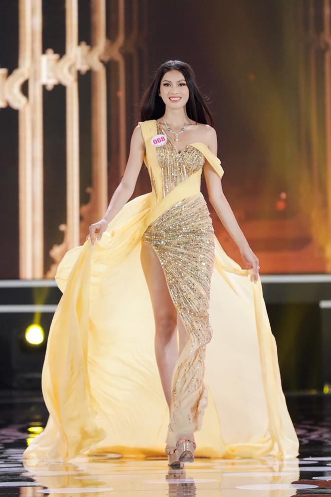 """Đọ thành tích top 3 Hoa hậu Việt Nam 2020: Á hậu 1 """"vượt mặt"""" cả Hoa hậu lẫn Á hậu 2 - Ảnh 3."""