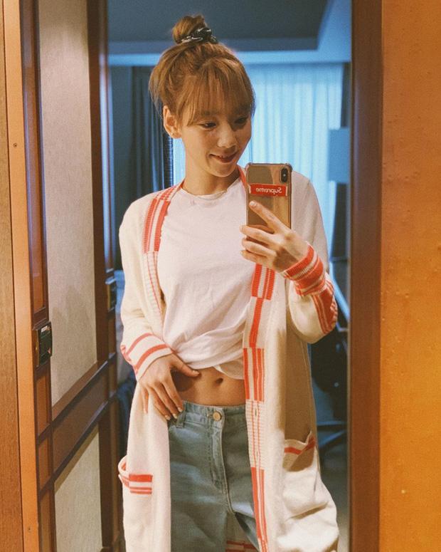 Muốn trông trẻ măng sành điệu, các nàng hãy học style của chị đại Taeyeon ngay đi! - Ảnh 9.