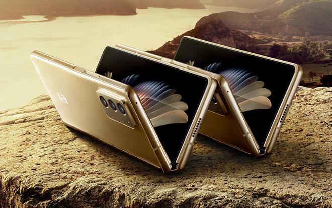 Samsung W21 5G ra mắt: Giống hệt Z Fold2 nhưng to hơn, giá 70 triệu đồng - Ảnh 1.
