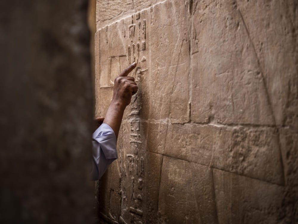 Bí ẩn lời nguyền bảo vệ xác ướp trong mộ cổ nghìn năm ở Ai Cập - phunuduongthoi.vn 1