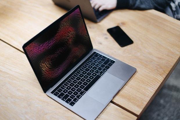 MacBook chip M1 gặp lỗi lạ, máy gần như treo cứng