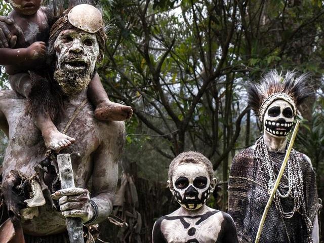 Bộ tộc kỳ quái với những bộ xương di động, sống biệt lập giữa núi rừng - phunuduongthoi.vn 6