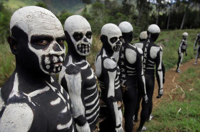 Bộ tộc kỳ quái với những bộ xương di động, sống biệt lập giữa núi rừng - phunuduongthoi.vn