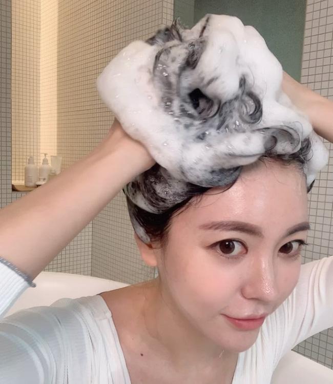6 cách giúp xử lý mái tóc bớt tiết dầu hiệu quả chỉ sau 1 tuần - phunuduongthoi.vn 1